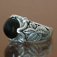 Onyx ring, 'Spring Foliage' - Artisan Crafted Leaf Design Sterling Silver and Onyx Ring