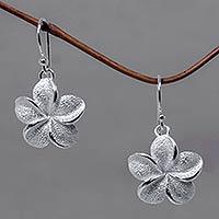 Sterling silver flower earrings, 'Frangipani' - Floral Sterling Silver Dangle Earrings