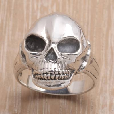 Men's sterling silver ring, 'Lunar Skull' - Men's Artisan Crafted Silver Ring