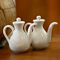 Ceramic oil and vinegar set, 'White Minimalism' (pair) - Ceramic oil and vinegar set (Pair)
