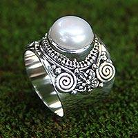 Cultured pearl flower ring, 'White Frangipani'