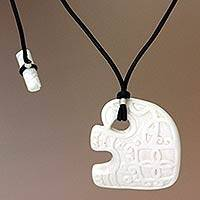 Pendant necklace,