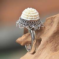Bone flower ring, 'Seruni White'