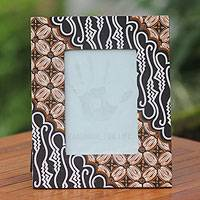 Cotton batik photo frame, 'Kawung Curigo' - Cotton Batik Handcrafted Photo Frame