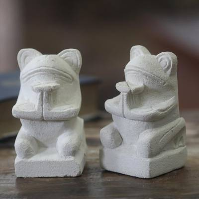 Limestone statuettes, 'Romantic Frogs' (pair) - Collectible Hand Carved Limestone Frog Sculptures (Pair)