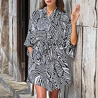 Short rayon robe,