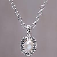 Cultured mabe pearl pendant necklace,