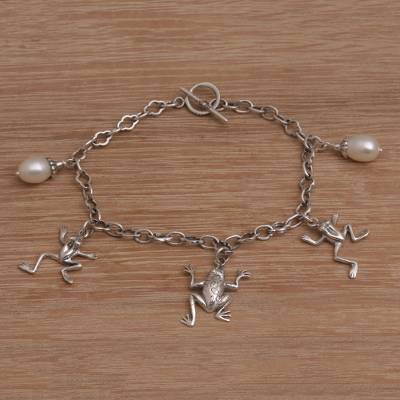 Cultured pearl charm bracelet, 'Frog Glow' - Frog-Themed Cultured Pearl Link Bracelet from Bali