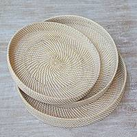 Ate grass and bamboo trays, 'Lombok Spirals' (set of 3) - Three Beige Ate Grass and Bamboo Trays from Indonesia