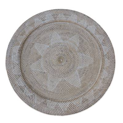 Lombok-Style Natural Fiber Tray from Indonesia