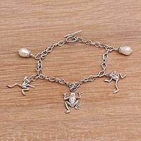 Cultured pearl charm bracelet, 'Frog Dance' - Cultured Freshwater Pearl and Silver Frog Charm Bracelet
