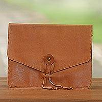 Leather e-reader case Distinguished Reader in Brown (Indonesia)