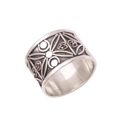 Sterling silver band ring, 'Encircle with Beauty' - Patterned Sterling Silver Band Ring from Bali
