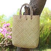 Natural fiber tote bag, 'Sturdy Carrier' - Artisan Crafted Natural Fiber Tote Bag