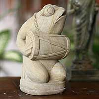 Sandstone statuette, 'Playing Kendang' - Handcrafted Garden Frog Sculpture