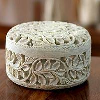 Soapstone jewelry box, 'Floral Arabesque'