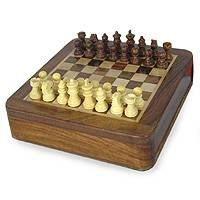 Wood chess set, Traveler