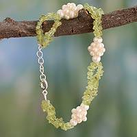 Pearl and peridot beaded bracelet, 'Summer Clouds' (India)