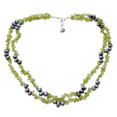 Pearl and peridot strand necklace
