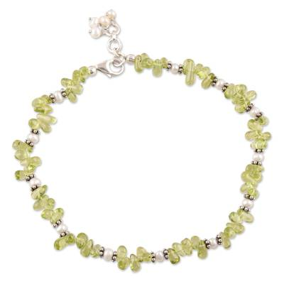 Pearl and peridot anklet