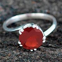 Garnet solitaire ring, 'Delhi Crown'