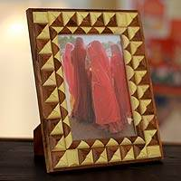 Featured review for Indian elm wood photo frame, Delhi Enigma (5x7)