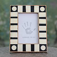 Buffalo horn photo frame, 'Memories' (4x6) - Black and White Buffalo Horn Handmade Photo Frame (4x6)