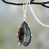 Labradorite pendant necklace,