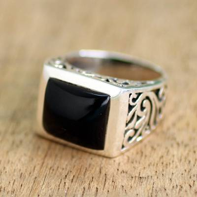 Onyx single stone ring, Disguise