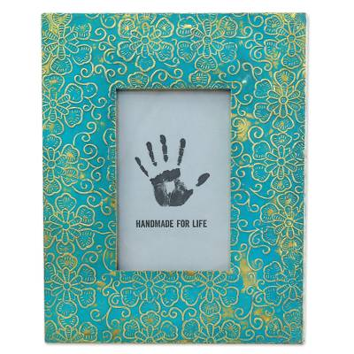 Hand Crafted Embossed Metal Floral Motif Photo Frame (4x6)