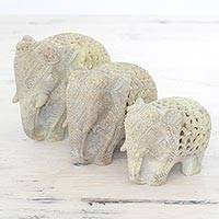 Soapstone figurines, 'Royal March' (set of 3) - Set of Three Hand Carved Soapstone Elephant Figurines