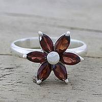 Garnet cocktail ring, 'Sparkling Daisy' - Garnet and Sterling Silver Floral Ring from India