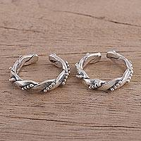 Sterling silver toe rings, 'Rawa Twist' - Artisan Crafted Twist Motif Sterling Silver Toe Rings (Pair)