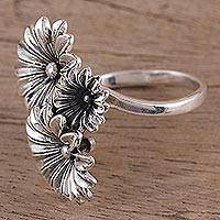 Sterling silver wrap ring, 'Daisy Delight' - Hand Crafted 925 Sterling Silver Daisy Wrap Ring