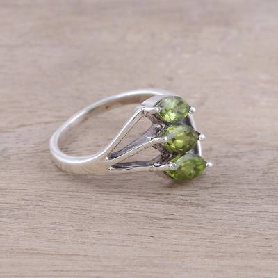 Peridot cocktail ring, 'Sparkling Leaf Trio' - Green Peridot Leaf Trio Sterling Silver Multi-Stone Ring