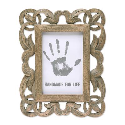 Hand Carved Openwork Leaf Motif Mango Wood Photo Frame (4x6)