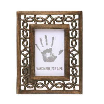 Wood Hand Carved Cutouts Rectangular Photo Frame (4x6)