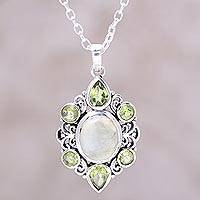 Peridot and prehnite pendant necklace,