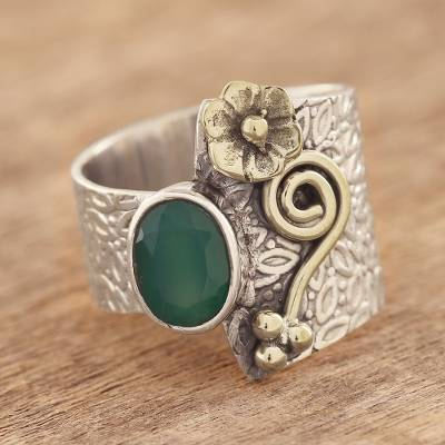 Onyx cocktail ring, 'Garden Gold' - Floral Green Onyx Cocktail Ring Crafted in India