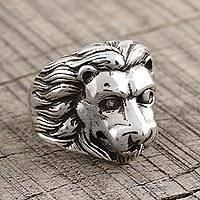 Men's sterling silver ring, 'Regal Lion' - Detailed Men's Lion Ring from India