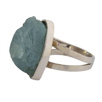 Aquamarine cocktail ring, 'Ocean Rock' - Freeform Aquamarine Cocktail Ring from Brazil