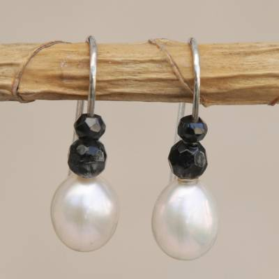 Cultured pearl and agate beaded drop earrings, White and Black