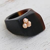 Agate and cultured pearl cocktail ring, 'Mesmerizing Trio' - Artisan Crafted Modern Agate and Peach Cultured Pearl Ring
