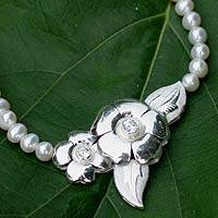 Pearl choker, 'Flower of Love' (Thailand)