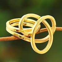 Gold plated cocktail ring, 'Amazon Knot' - Women's Modern 18K Gold Plated Cocktail Ring