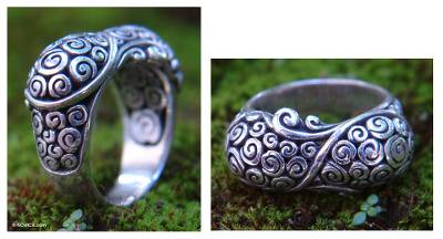 Sterling silver cocktail ring, 'Infinite Heart' - Hand Crafted Sterling Silver Ring
