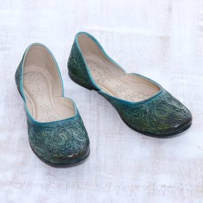 Leather jutti shoes, 'Emerald Taj Mahal' - Floral Leather Jutti Shoes in Emerald from India