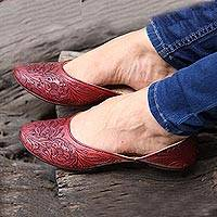 Leather jutti shoes, 'Taj Mahal Burgundy' - Floral Leather Jutti Shoes in Burgundy from India