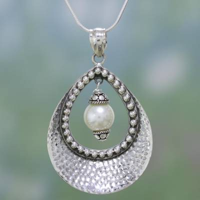Pearl pendant necklace, 'Halo' - Pearl pendant necklace