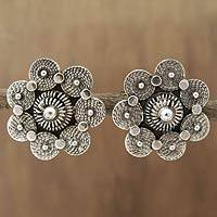 Sterling silver flower earrings, 'Daisy Charm' - Sterling silver flower earrings